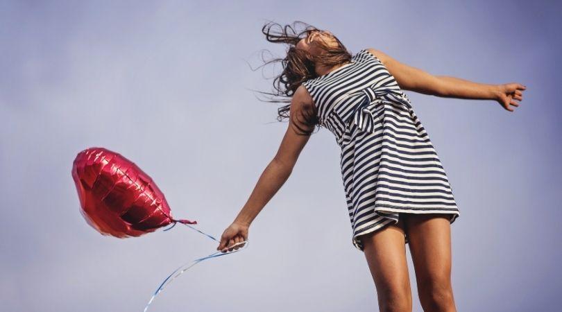 14 Momente, in denen man merkt, dass man einer Beziehungskugel ausgewichen ist