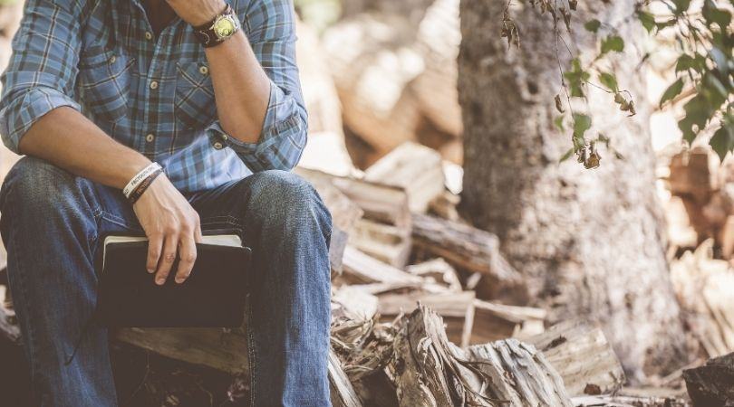 Top 7 Anzeichen, dass ein Kerl heimlich in Sie verliebt ist