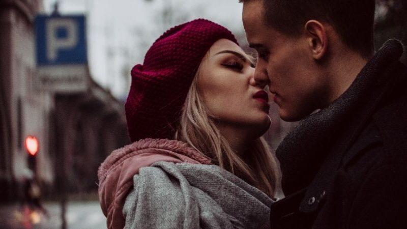 12 Arten von Küssen, die alle Jungs lieben