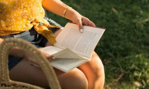Basierend auf ihren Sternzeichen, das sind die Bücher, die sie unbedingt lesen sollten